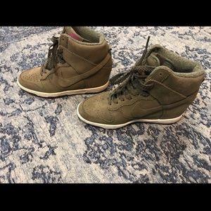 Nike wedge sneaker hott